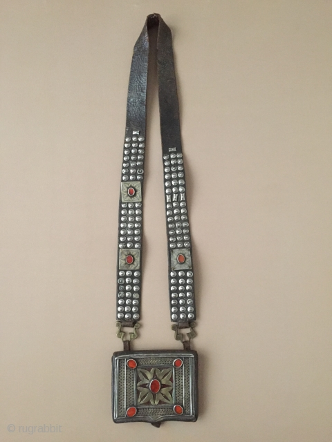 Central-Asia Turkmenistan Antique Tribal Silver Heikel fire gilded with cornalian open work and with old leather. Great condition ! Circa-1900 Size : With leather height : 57cm x 9.5cm x 11.5cm'' Thank  ...