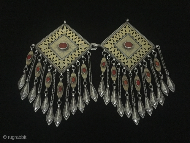 Central-Asia Turkmen ethnic tribal silver necklace (donbaghcık) iskendery design open work fire gilded with cornalian Great condition ! Circa-1900 Size : ''20cm x 12cm'' - Weight : 230 gr Thank you for  ...