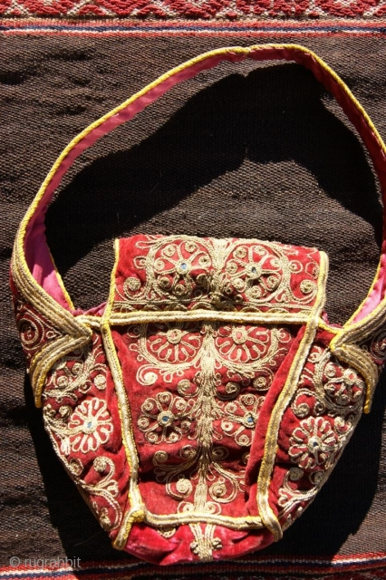 small bag in top condition 20x18cm, metal thread on velvet
