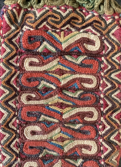 A superb and very fine antique silk embroidered Turkoman Turkmen bag attribute to Yomud / Yomut tribes. Dating to the 19th century, this excellent Central Asian embroidery has wonderful workmanship with an  ...