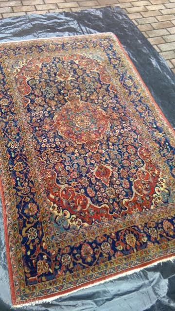 220 x 135 cm. is the size of this antique Kashan Persian carpet. Very fine carpet in beautiful conditions. Good natural colors. Other photos oder notes about this carpet on request. Good look !