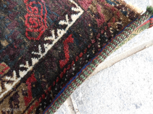 49 x 46 cm  is the size of this Khordjin Belouch antique tribe Mushkwani.