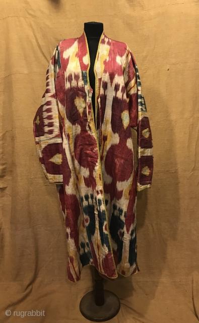 Uzbek Vintage silk ikat chapan clothes  Size  Height : 125 cm Under arm : 75 cm Shoulder size : 65 cm  Fast shipping worldwide   Thank you visiting for my shop :)