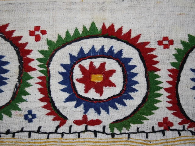 Ceremonial Ottoman/Balkan towel cod. 0601. Embroidery on linen. First half 20th. century. Cm. 45 x 77 (17.8 x 30.3 inches). Special Christmas sale.