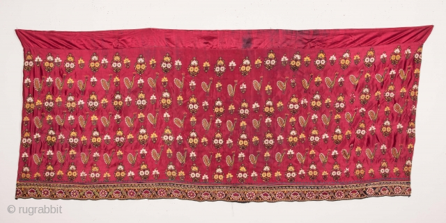 Indian Kutch Gudjarat Embroidered Silk Skirt 84 x 193 cm / 2'9'' x 6'3''