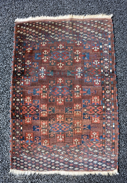 Small Yomut end 19th century, size is 107 x 75 cm