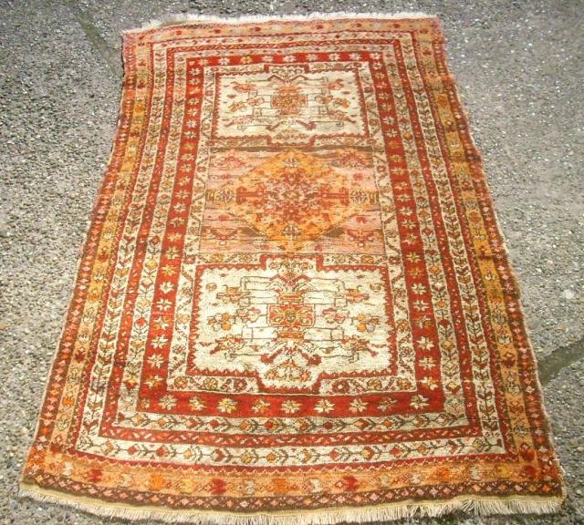 Old anatolian rug. Size: 91 x 155 cm. Nice piece. Good condition.