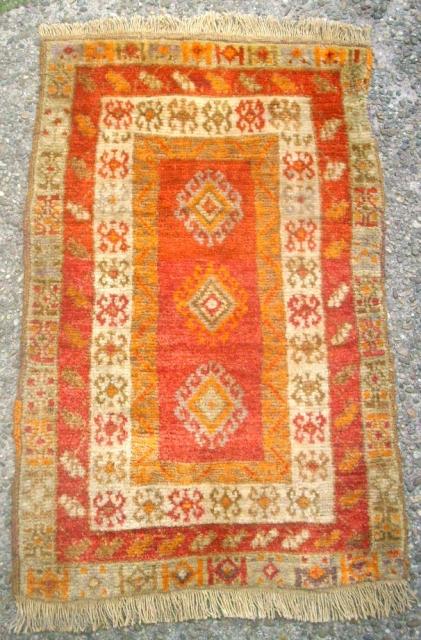 Old nice anatolian Yastik. Size: 51 x 82 cm. Very good condition.