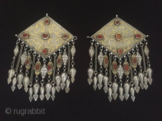 Central-Asia Turkmen-tekke Antique Tribal Silver (Donbaghcık) İskendery design with cornalian gilded ethnic traditional jewelry Excellent condition! Circa-1900 Size : ''20cm x 14cm'' - Both-Lenght : 27.5cm - Weight : 263 gr Thank  ...