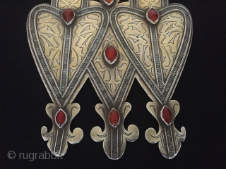 Central-Asia Turkmen-tekke antique double-heart silver pendant (Asyk) gilded with cornalian collectible tribal ethnic silver pendant. Excellent condition! Circa-1900 Size : ''19cm x 13.8cm'' - Weight : 271gr Thank you for visiting my  ...