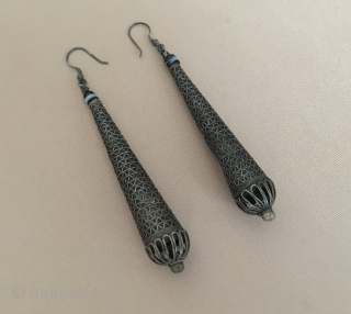 North-African Ethnic traditional long silver pair earrings with gemstone Circa-1900 or earlier Size - Lenght : 11 cm - Weight : 19 gr Thank you for visiting my rugrabbit store !