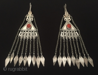 Central-Asia Turkmen-Ersary ethnic traditional silver wedding earrings with cornalian Good condition ! Circa - 1900 cleaned with silver polish Size - Height : 23 cm - Width : 6.3 cm - Weight  ...