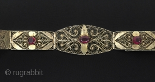 Vintage tribal silver filigree belt fire gilded with gemstone Fine condition ! Size -  Lenght with chain : 85 cm - Lenght : 79 cm - Width : 4.5 cm -  ...