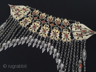 Central-Asia Turkmenistan-Tekke Silver Wedding Head Hood Original Ethnic Turkmen Jewelry Circa-1900 Excellent Condition Height ''33'' - Lenght ''25'' cm - Weight : 299 gr Thank you for visiting my rugrabbit store !
