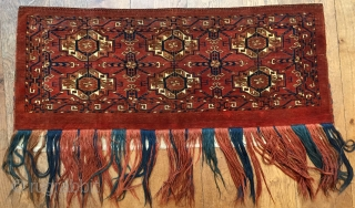 Mid 19 c Tekke 6 Gul torba with rare curled leaf border and double horned animal heads.