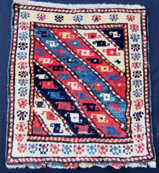 Pile khorjin bag face. Cm 42x46. Caucasian? Shahsavan? What is your idea? Beautiful, proportioned, nice colours, in good condition. Not expensive. - p.s.....see last pic with very similar border...a bag sold as  ...