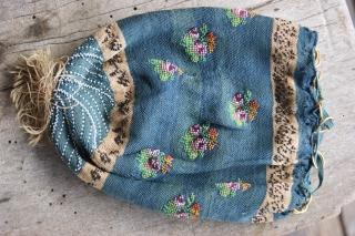 beaded purse on silk 13x17cm