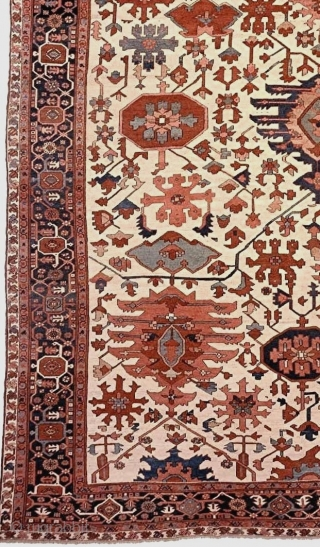 An outstanding West Persian (Seraoi or Bakshaish) carpet of a fabulous size, palette, and all-over pattern. An Interior Designer's dream. Approximately 11.7 x 14.3 feet (350 x 430 cm). Good condition overall  ...