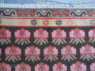265 x 155 cm. An antique beautiful KHOTAN.  Has been knotted around 1900 in the XINJIANG, East Turkestan OASIS. Good condition. Only one old repair (cm.15x15 cm). Original piece for pattern and border.  For other query  ...