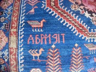 190 x 131 cm Tappeto orientale annodato nel CAUCASO. Manifattura del KARABAGH. Epoca primi anni del 1900. Annodato da armeni. Tappeto datato. Ottimo stato conservativo ad eccezione di una zona scolorita nel centro del medaglione del  ...