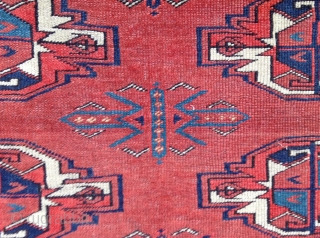 Elegant Yamut Chuval of 9 gul group ! Stunning colors and fine graphic .  Nice border , needs to be washed . Size : 106x81cm Circa : Before 1850