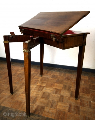 18th century playfull gaming table.  Louis XVI, 1780 1795.  Mahogany.  All original.  As a side table 35 Cm deep and 73 wide.  Opened to play 70 x 73 Cm. High 77 Cm.  ...
