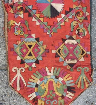Lakai Uzbek silk embroidery on woolen ground, mid 19th c., 55 x 32 cm. With great shamanic graphics and with a wide range of excellent natural dyes, including the woolen ground.  With  ...