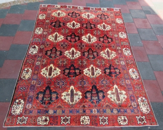 Persian bakhtiari rug wonderful colors , excellent condition all original and very fine quality size 2,96x2,20 cm Circa 1900-1910  