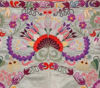 Suzani from Tajikistan , Central Asia 110 x 148 cm / 3'7'' x 4'10''