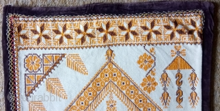 Antique swedish cross stitch, no: 380, size: 63*63cm, very nice motif, silk on linen.