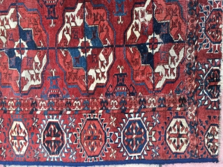 Tekke fragment cut from a large carpet, size 108 x 93